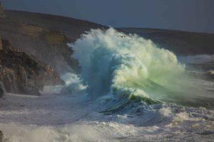 Le Onde di Tempesta: Nuovo pericoloso trend nel Mediterraneo!